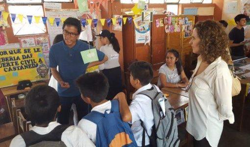 Universitarios sensibilizan a escolares sobre temas sociales