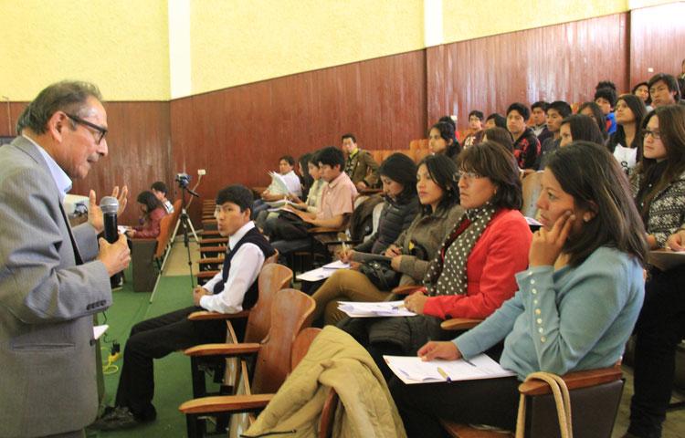 Taller de periodistas en Huancayo alertó sobre antecedentes de candidatos en Junín