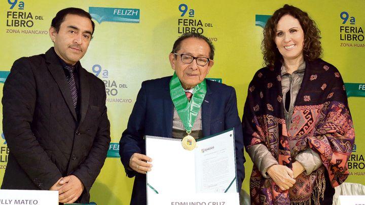 Periodista Edmundo Cruz recibe homenaje en Huancayo