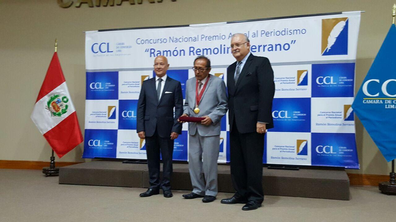 Periodista Edmundo Cruz recibe distinción de la Cámara de Comercio de Lima